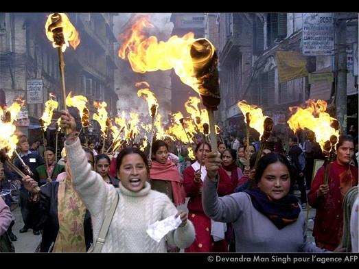 femmesmanifestant.jpg